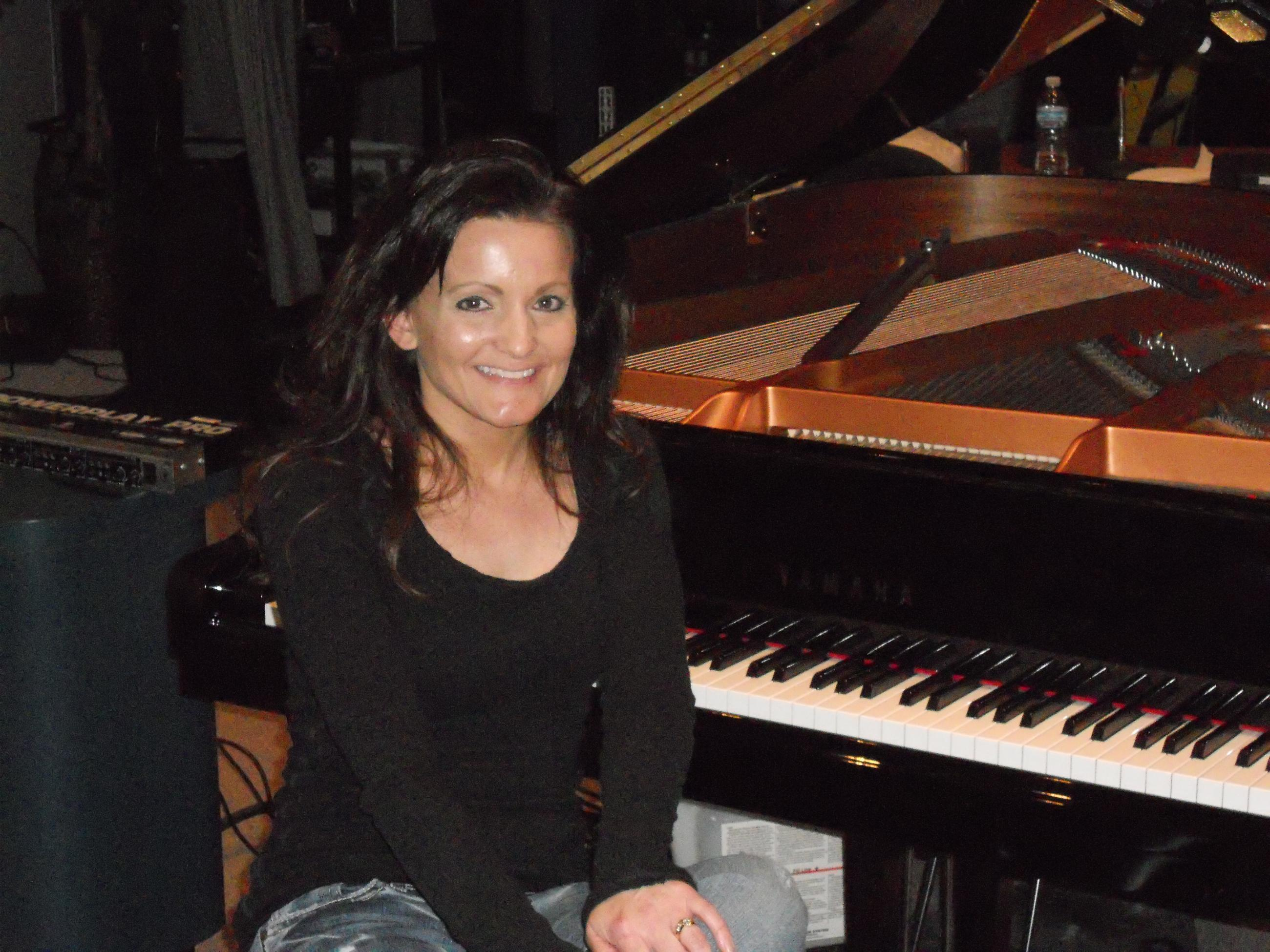 Amy Lauren, Solo Piano Artist